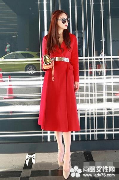 大红色呢子大衣搭配图片 新年穿新衣1