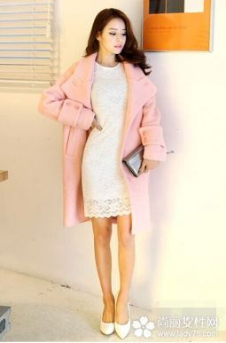 大衣+连衣裙搭配 穿出迷人的淑女范