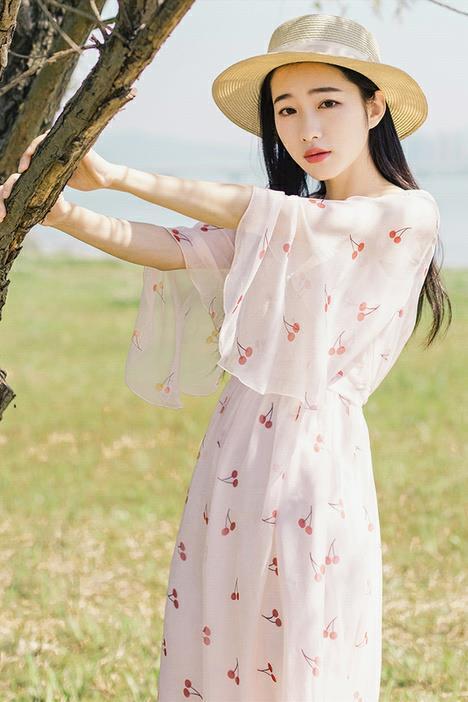 雪纺裙清新中透露飘逸,为夏季增色