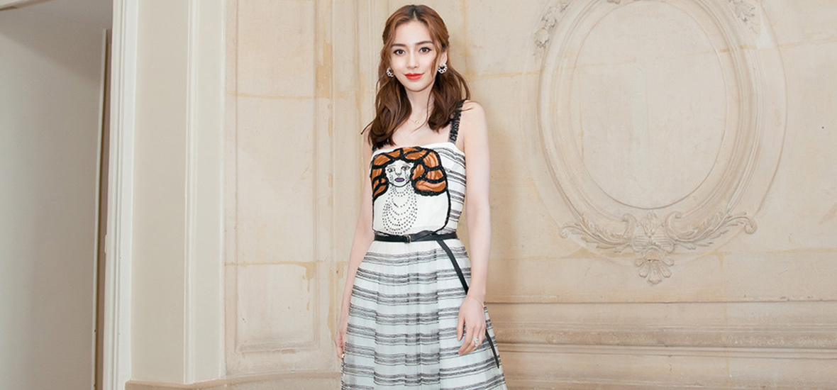 北京时间27日晚9:30,Dior迪奥二零一八秋冬成衣系列发布秀如约而至,Dior中国区品牌大使Angelababy的亮相还是惊艳到了众人~