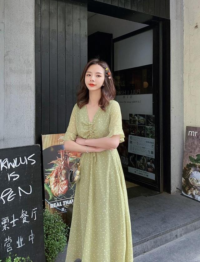 淡绿色长裙