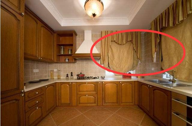 厨房装修要不要挂窗帘?我和婆婆为这争了半天,后悔知道晚了