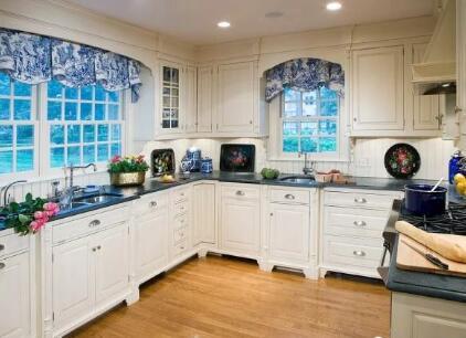 厨房要装窗帘吗?看到邻居家我心里好后悔!