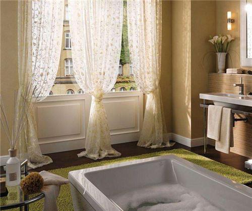 卫生间窗帘用什么好  卫生间窗帘清洗保养技巧