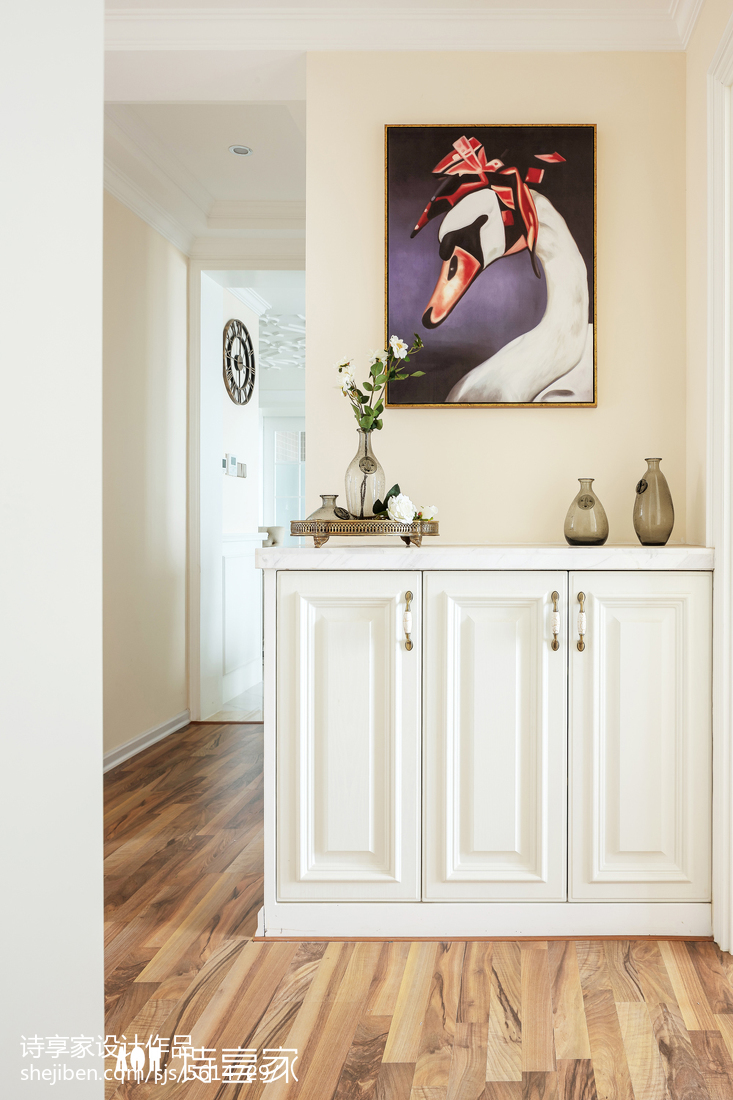 暖色系美式三居玄关设计图片